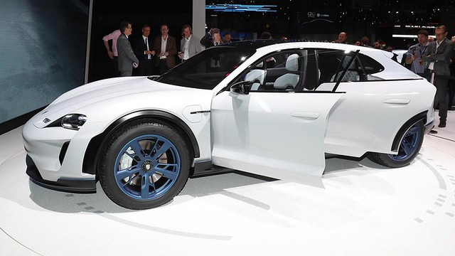 Porsche Mission E Cross Turismo n