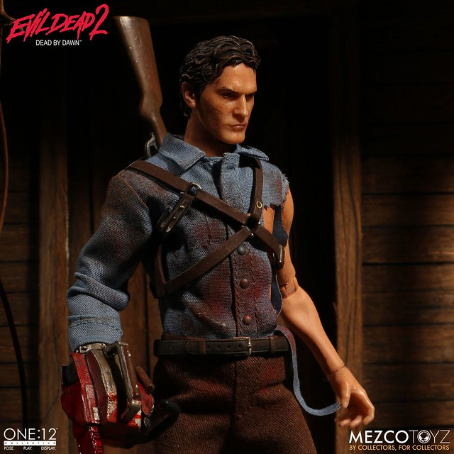 鋸斷自己右手的勇者在此,對抗惡靈找他就對了!!MEZCO ONE:12 COLLECTIVE 系列《鬼玩人》艾許 Evil Dead 2 Ash 1/12 比例人偶作品