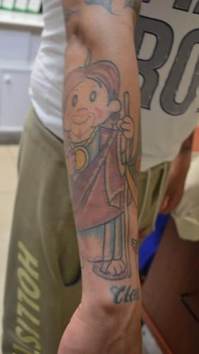 San Judas rojo en el brazo de un interno del CEVARESO.
