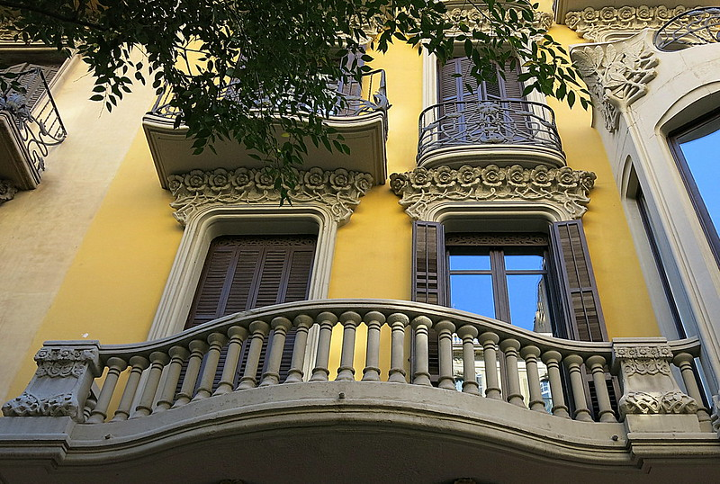 Curvaceous balconies, Barcelona