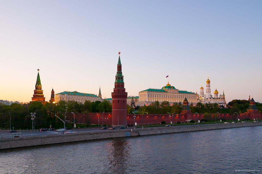 Кремль с Большого Каменного моста Kremlin from the Bolshoy Kammeny Bridge. Photo taken by Alexander Gusev on May 9, 2011.