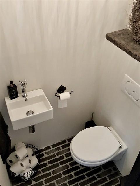 Toilet landelijk sobere stijl