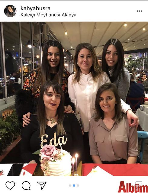 Büşra Kahya, yakın dostu Eda Toksöz'ün Kaleiçi Meyhanesi'ndeki doğum günü partisinden bu fotoğrafı paylaştı.
