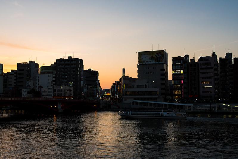 隅田川から見える浅草の夕焼け