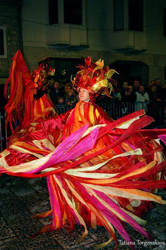 Танец будванской карнавальной группы