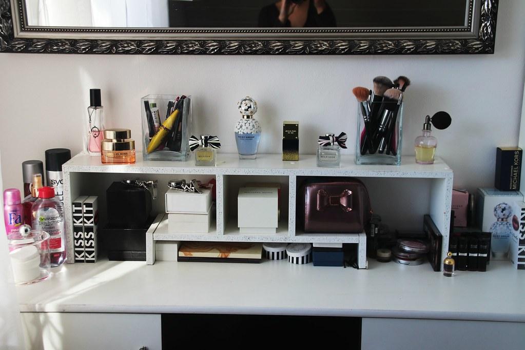 lara loretta mein schminktisch. Black Bedroom Furniture Sets. Home Design Ideas