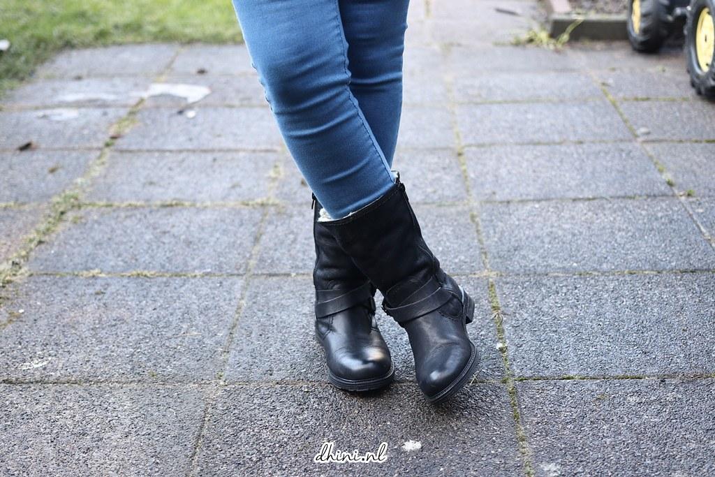 Sacha Zwarte enkellaarsjes met twee gespen en imitatiebont