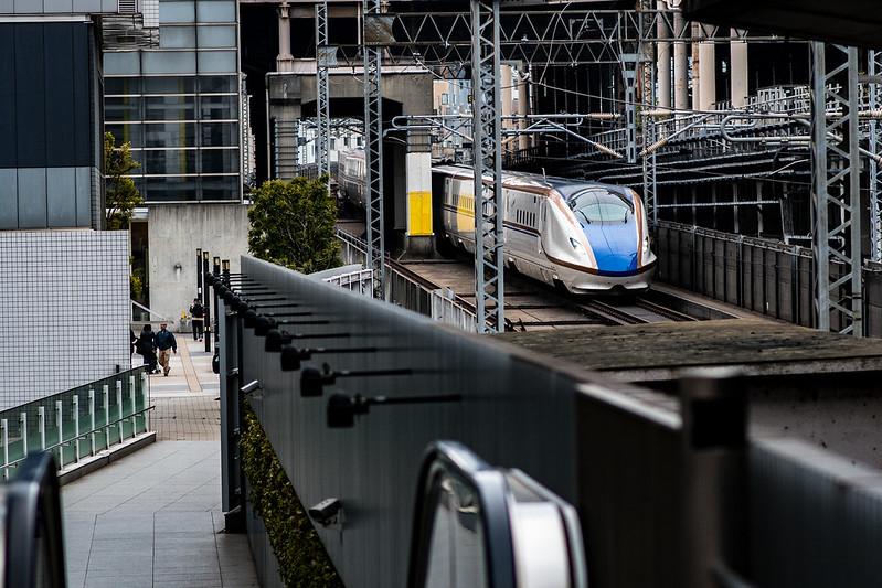 秋葉原富士ソフトアキバプラザから新幹線を見る