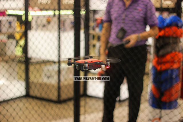 changi airport t4 flying drone e-gadget transit area - kadungcampur