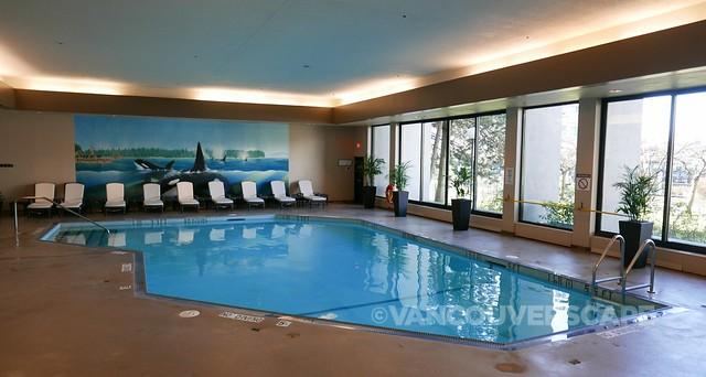 Westin Bayshore Hotel pool