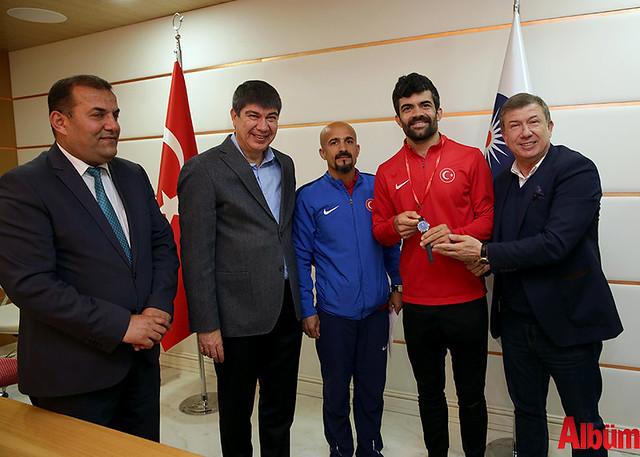 İşitme Engelli Atletler Başkan Türel'i ziyaret etti -4