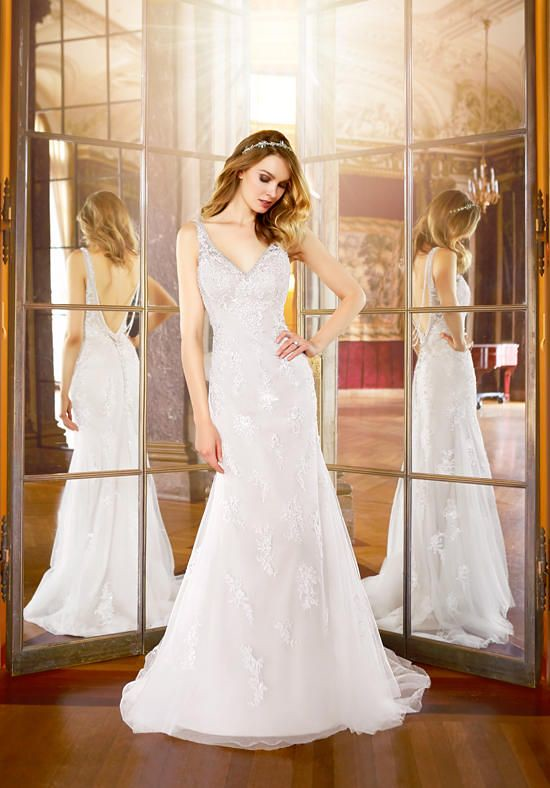Tendance Robe du mariage 2017/2018 – Moonlight Collection satin gown with sheath silhouette, V-neckline, embroidered …