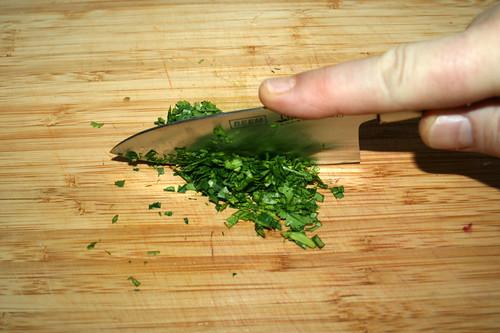 43 - Koriander gründlich zerkleinern / Mince cilantro