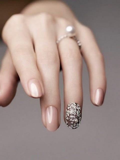 chic-elegant-nude-nail-art