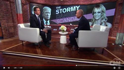 Michael Avenatti dijo en una entrevista con Wolf Blitzer de CNN que el disco contiene pruebas de la aventura de la estrella del porno con Trump.