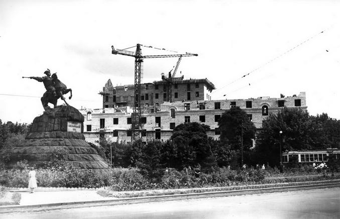 Площадь Богдана Хмельницкого (Софиевская площадь), 1955-й год