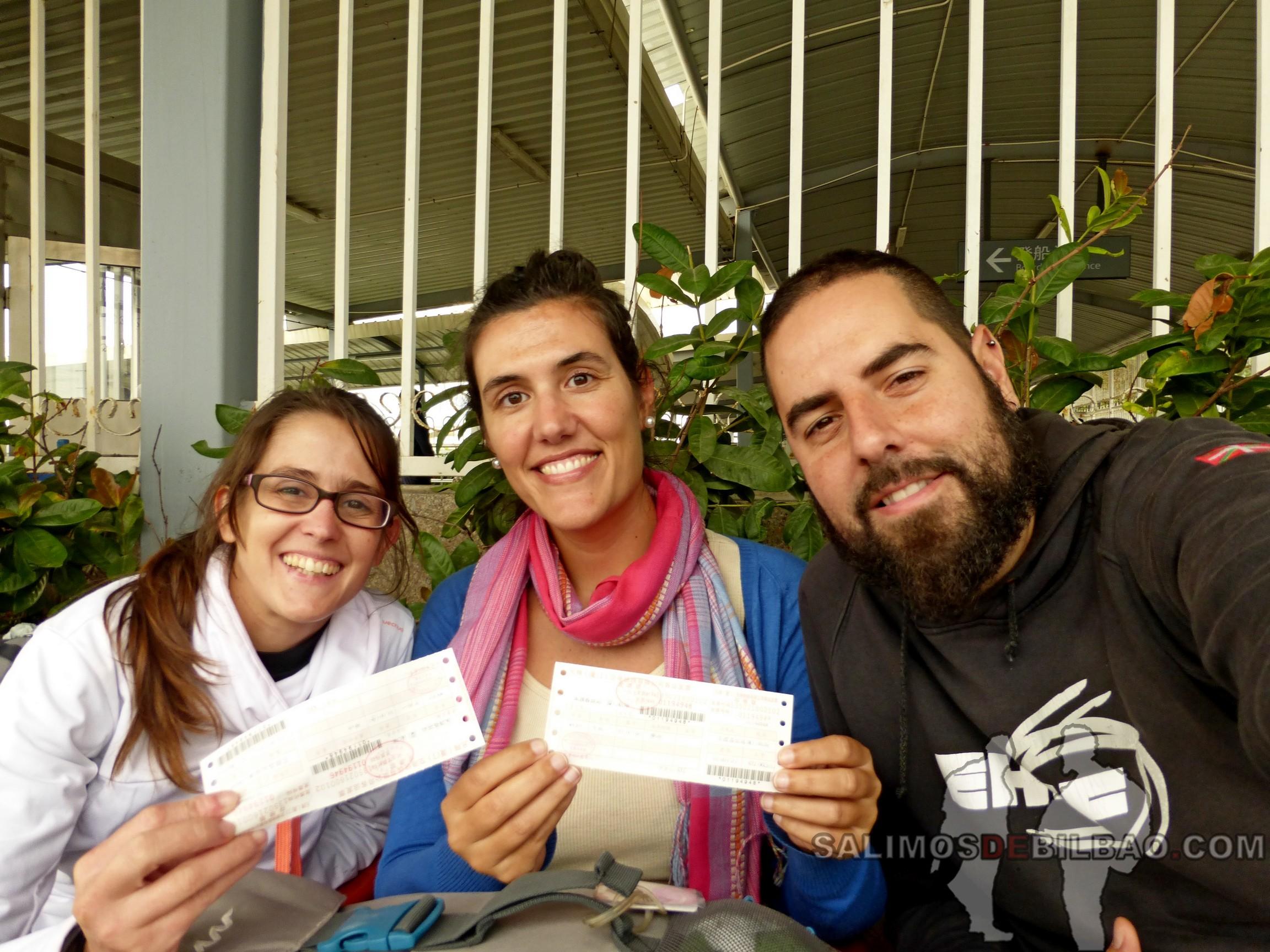 0036. Leti, Katz y Saioa, Billetes de bus de la estación de ferry al aeropuerto, Xiamen