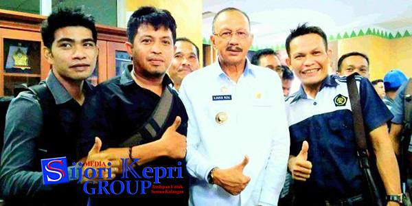 Bupati Natuna Hamid Rizal, bersama para awak media
