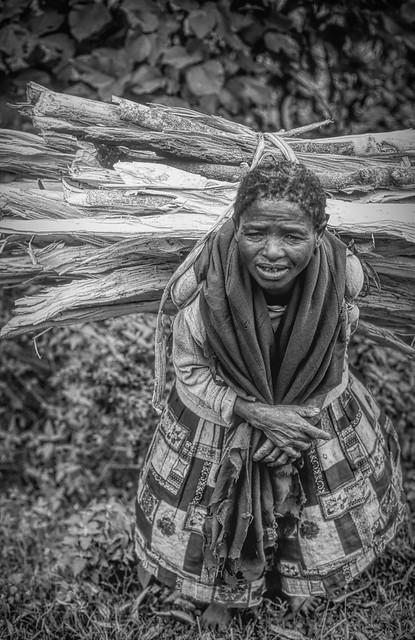 Ethiopia : Sodo, woman with firewood (B&W)#1