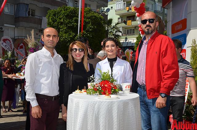 Alanya Eczacılar odası Temsilcisi Okan Yılmaz, Eczacı Aynur Özcan, Eczacı Su Gizem Kurt, Türker Babalık