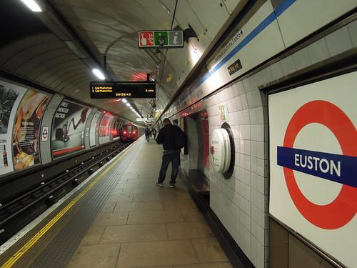 201605 ロンドンの地下鉄ホーム