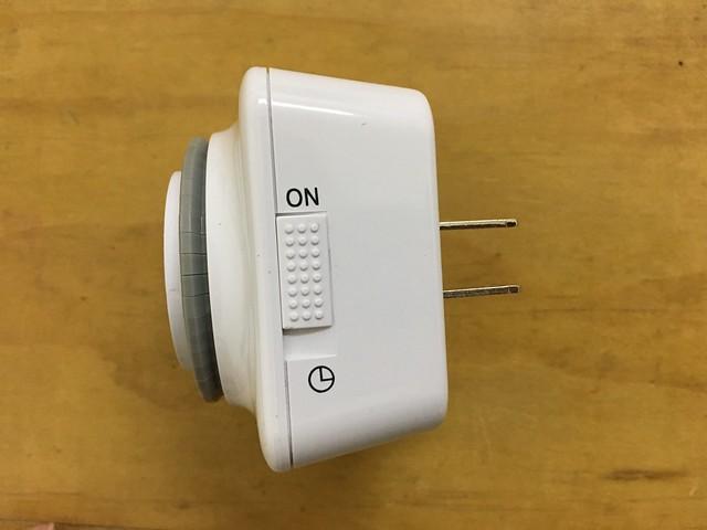 側邊有開關,切到 ON 就是連續供電,切到時鐘圖示就是依照設定的時間執行@SAMPO聲寶計時器 (EP-UN1BT/EP-U142T)