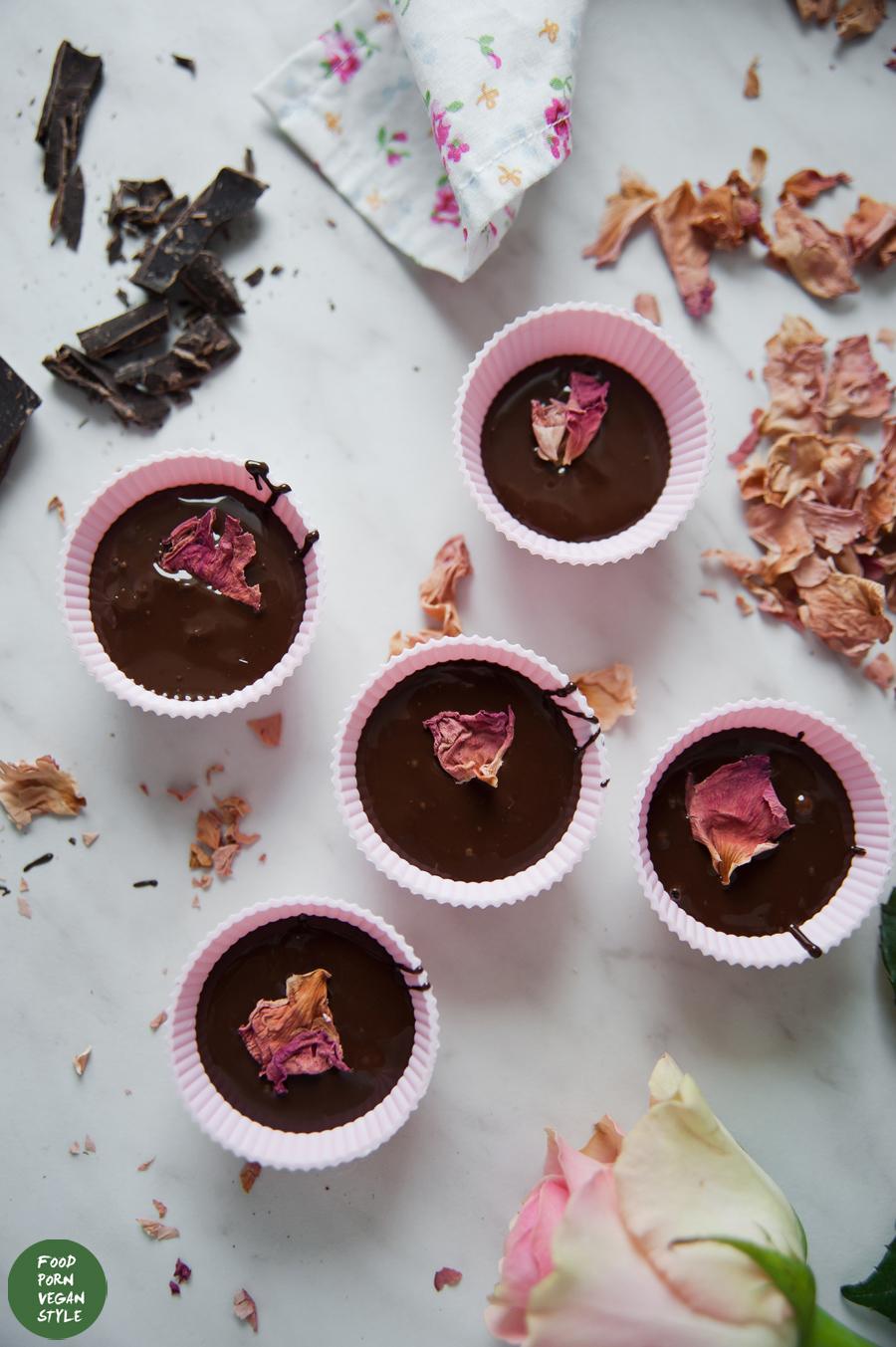 Rose chocolates / Czekoladki z różą