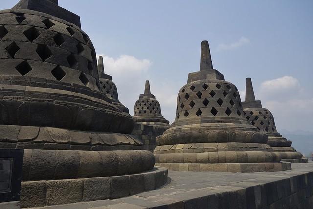 INDONESIEN,Java, Borobudur - buddhistische Tempelanlage, perforierte Stupas,  17239/9743