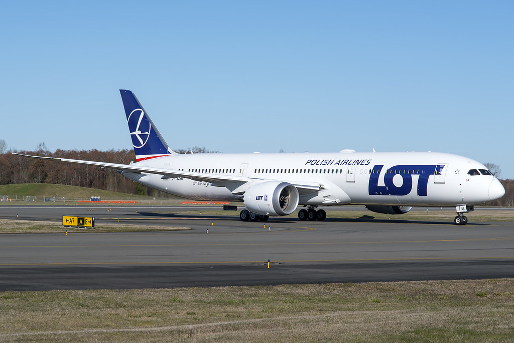 LOT Polish Airlines Boeing 787-9 SP-LSA