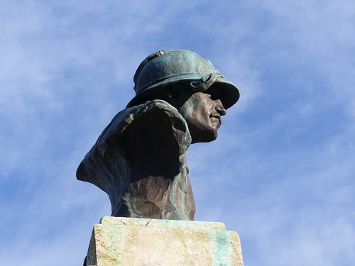 Josse, Landes: monument aux morts, buste de poilu d'Ernest Gabard