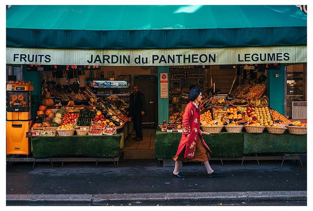Street PARIS III Sunday morning