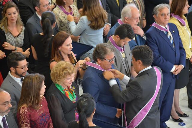 Presidente da Ebserh é condecorado com a Ordem Nacional do Mérito Educativo