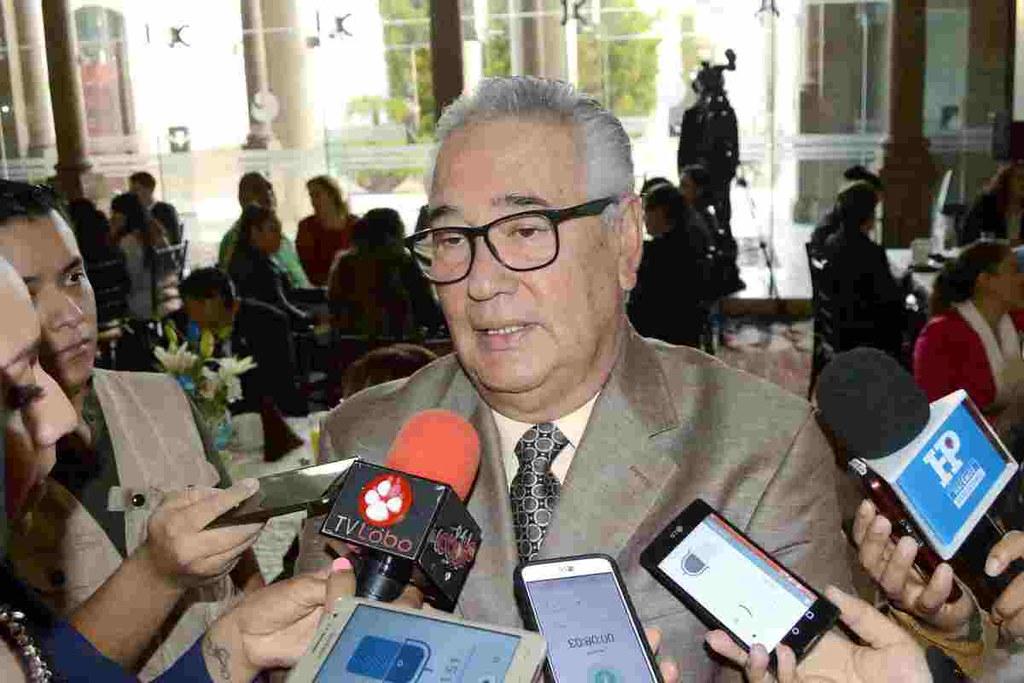 1.- Dr. César Humberto Franco Mariscal, secretario de Salud del gobierno del cambio, sigue culpando al gobierno anterior por el desabasto de medicamentos y equipo médico.