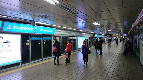 駅のホームドア 201603 ソウル 地下鉄