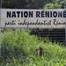 Devant le siège de Nation Rénioné
