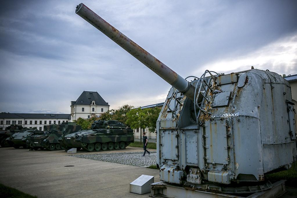 Встреча на Эльбе машина, музея, Кабина, напротив, армии, торпедный, специальную, целый, западной, восточной, немекцой, вооружении, стоявшую, технику, различную, катер, увидеть, можно, Дальше, продолжается