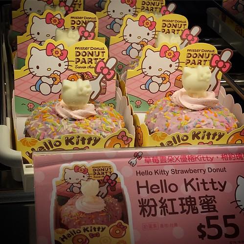 看到Mister Donut多了兩種Hello Kitty造型,「粉紅瑰蜜」&「雪白知己」,這讓我想到今天剛好看到「成功洋芋片」的新聞: http://m.ltn.com.tw/news/life/breakingnews/2358142