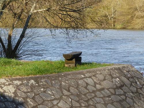 Josse, Landes: banc sous le pont de Marquèze au bord de l'Adour.
