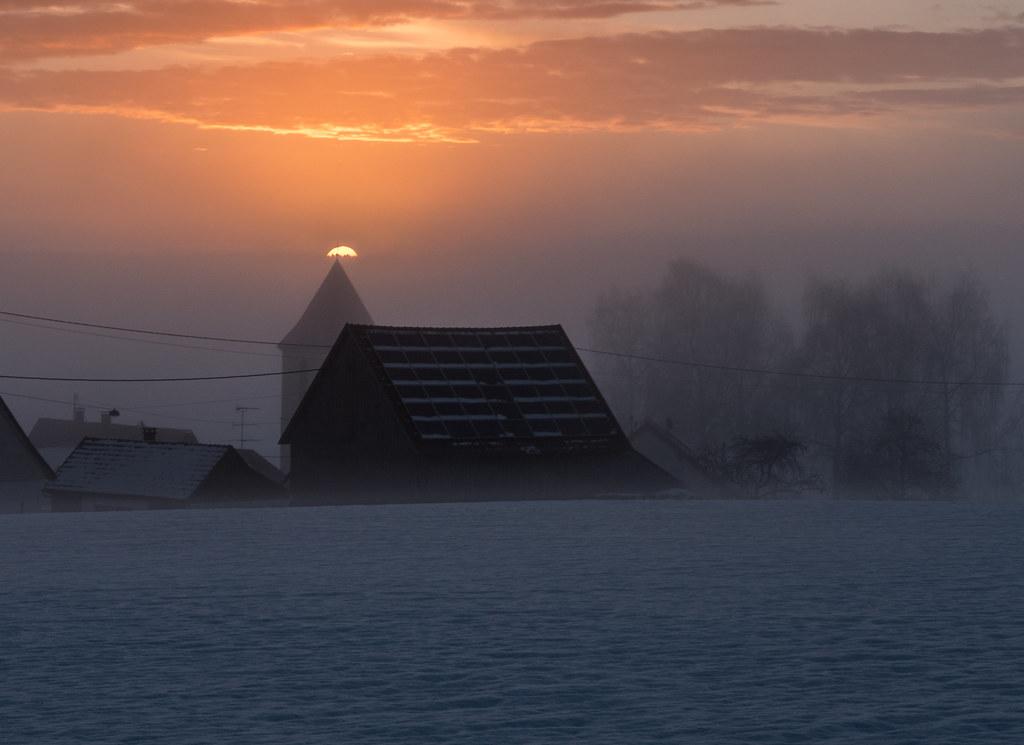 Quand le jour se lève, se lève la brume... + recadrage 38827907170_b42155ff78_b