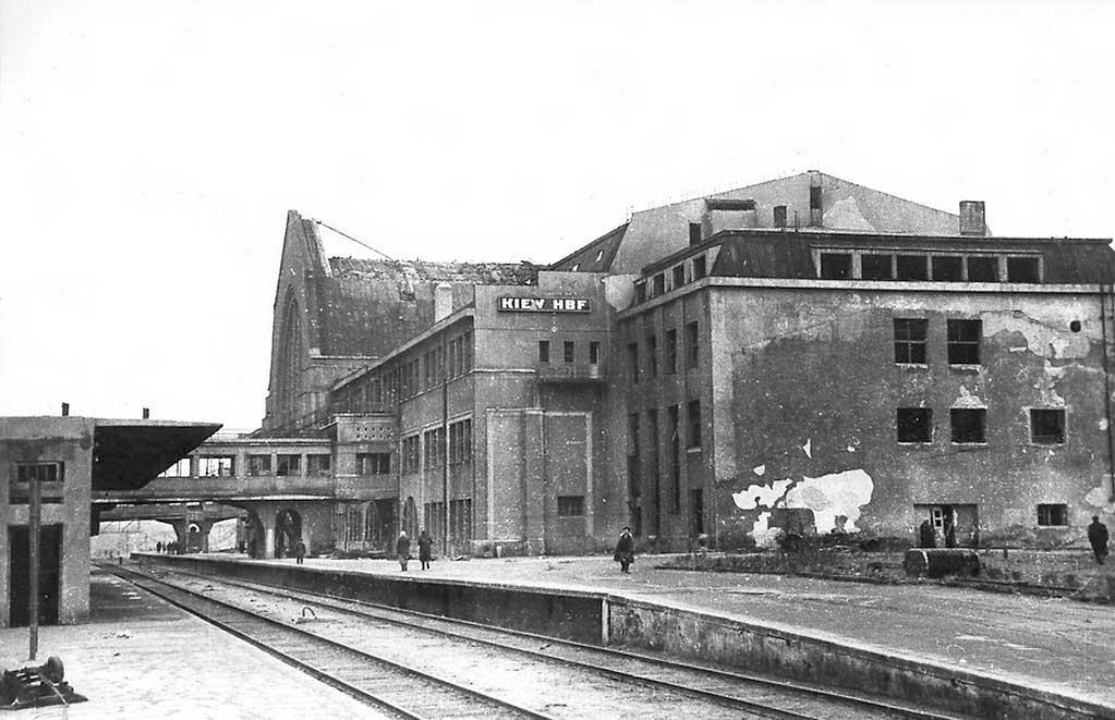 Железнодорожный вокзал после освобождения от немцев,  1943 год