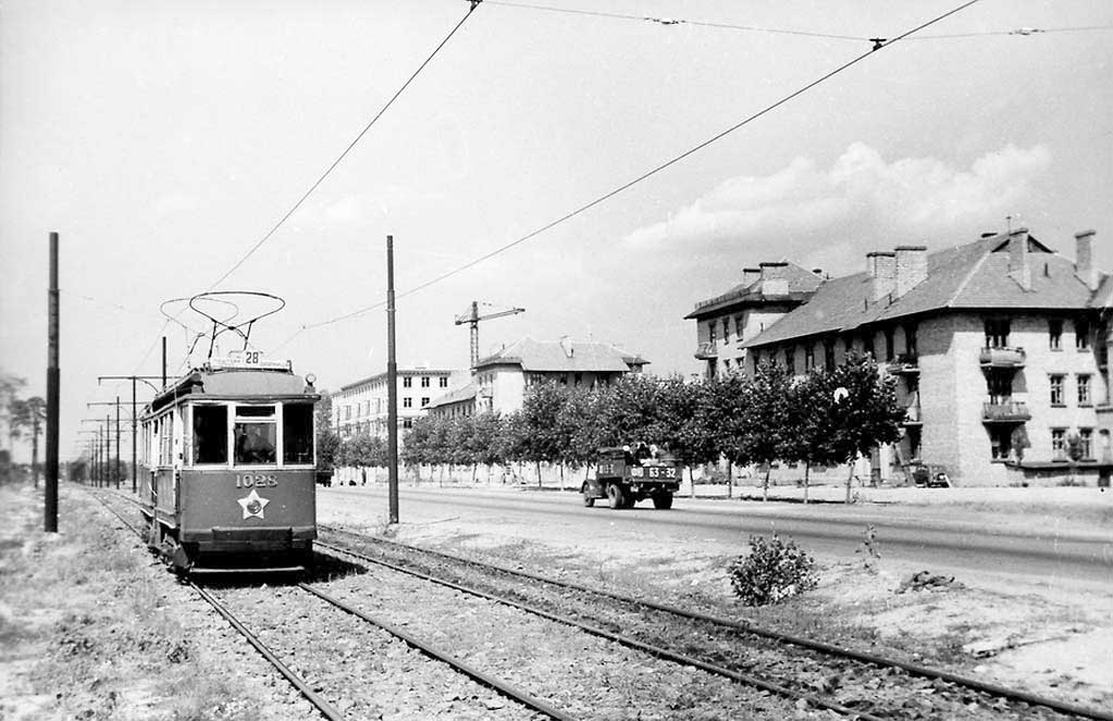 Трамвай №28 на улице Диагональной (проспект Ю. Гагарина), 1956 год