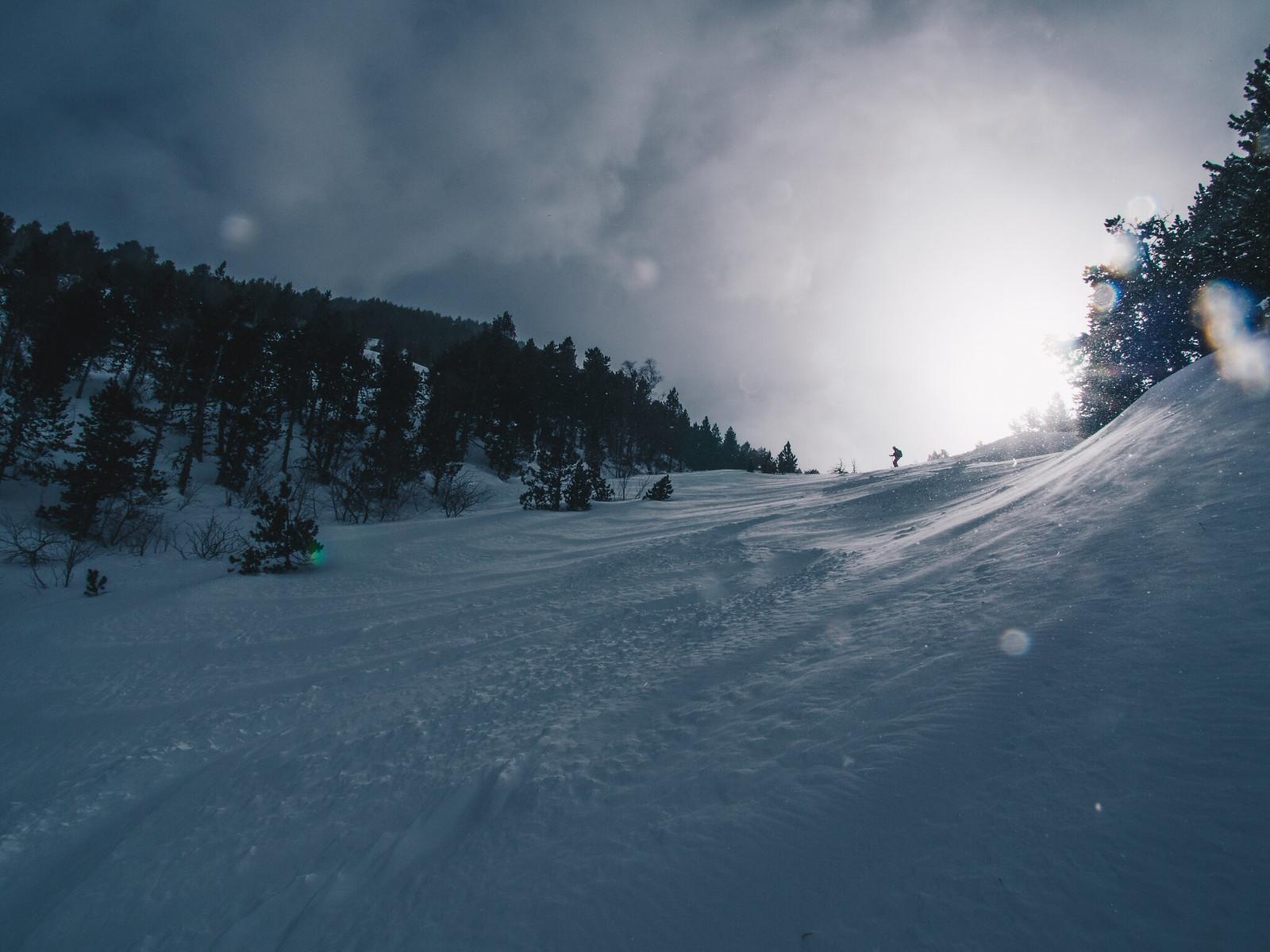 Aurinkoa ja lumisadetta