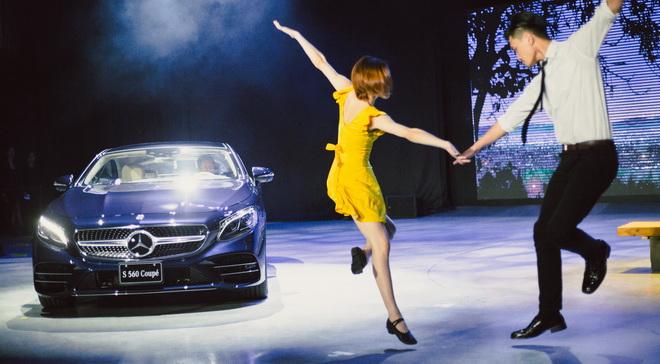 男女舞者以多變的爵士踢踏舞風,重現《La La Land》電影中經典的 Mia & Sebastian's 樂曲,描繪男女主角命運般的際遇