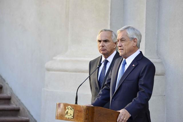 Ministro Acompaña al Presidente en punto de prensa._-3