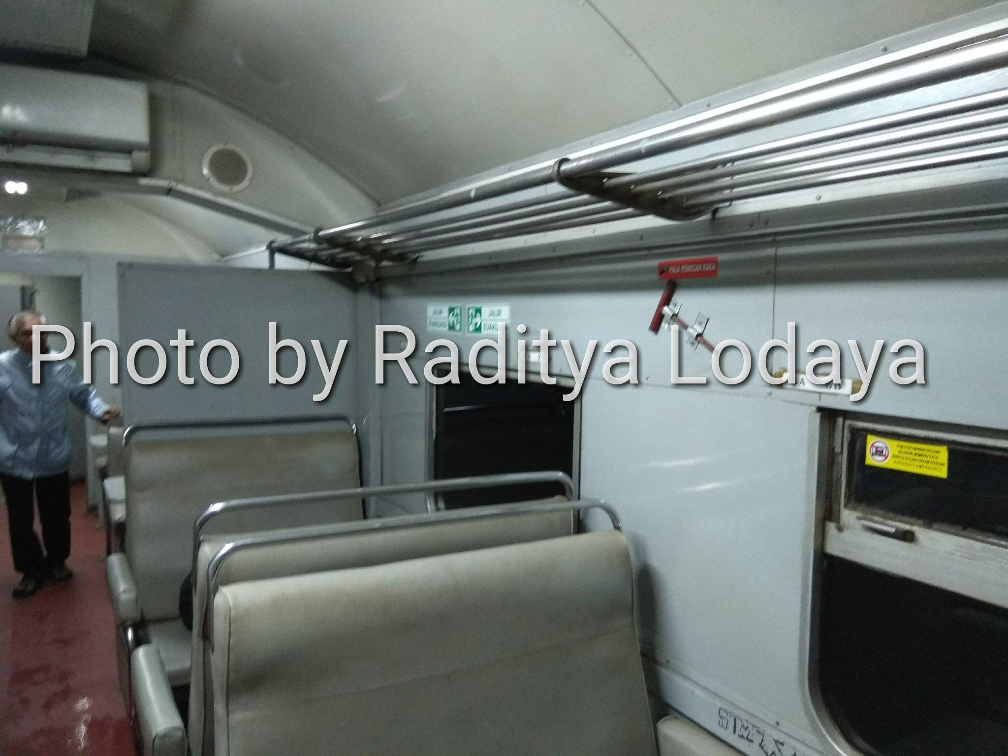 Kereta Api Bisnis (K2) di Kereta Api Lokal Cibatuan (2/5)