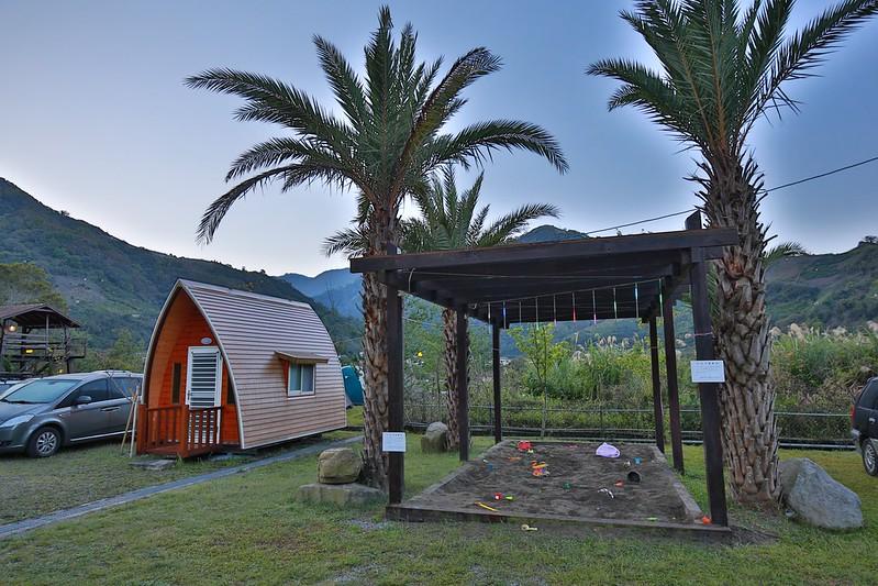 沙坑和小木屋
