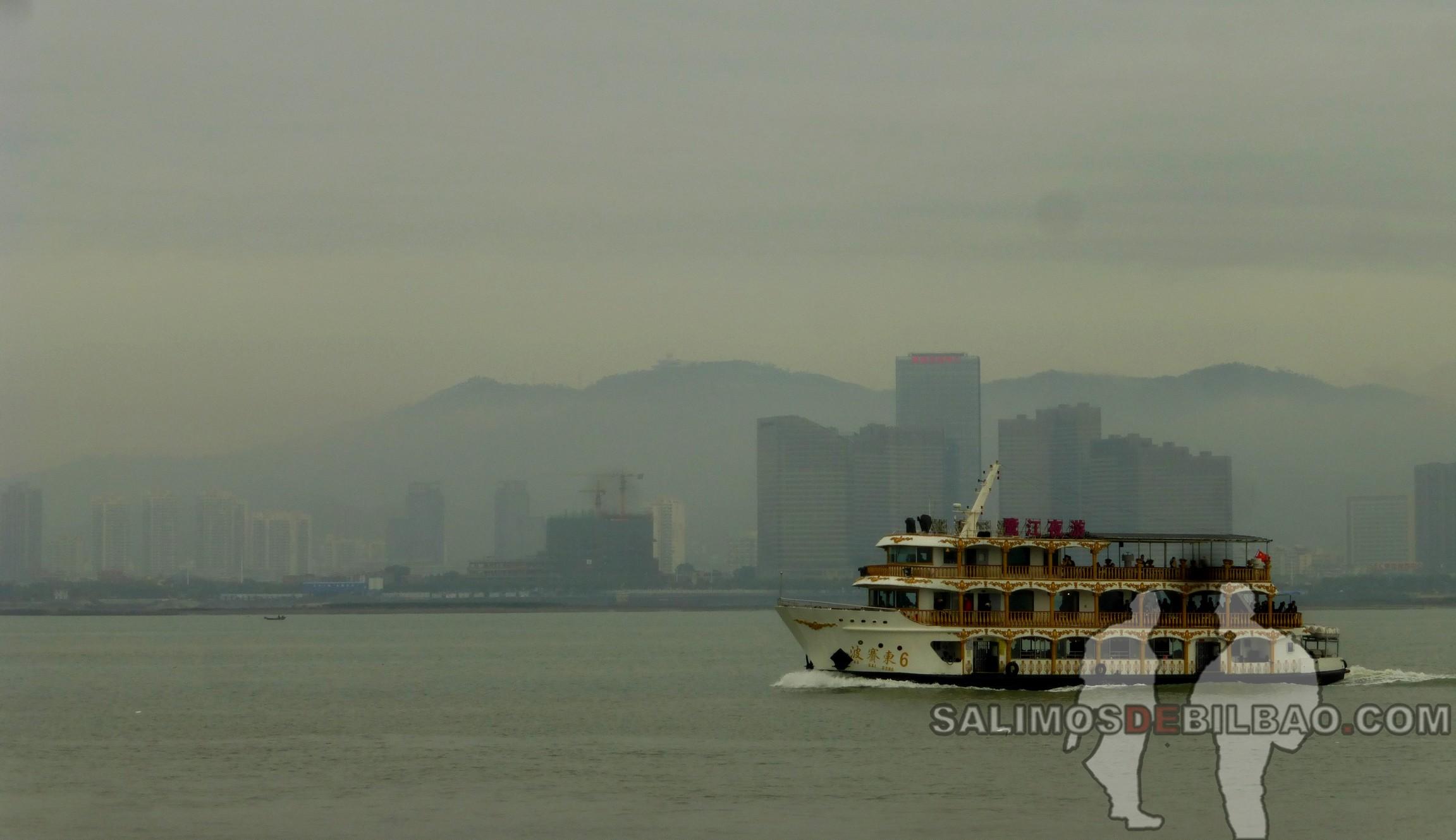 0011. Vistas de Xiamen desde el ferry a Gulangyu, Xiamen