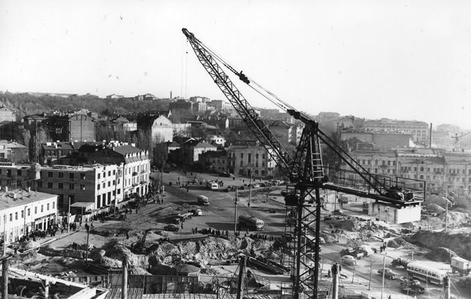 Площадь Победы, строится здание цирка, 1959 год