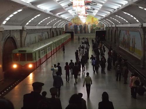 201604 平壌の地下鉄ホーム