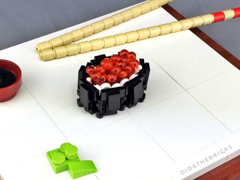 Ikura maki roll